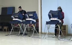 Seniors Vote In March Primary Election For Illinois Governor