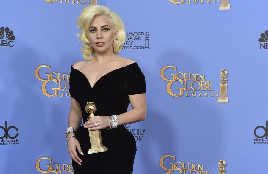Lady+Gaga+poses+for+a+picture+after+winning+a+Golden+Globe+Award.++