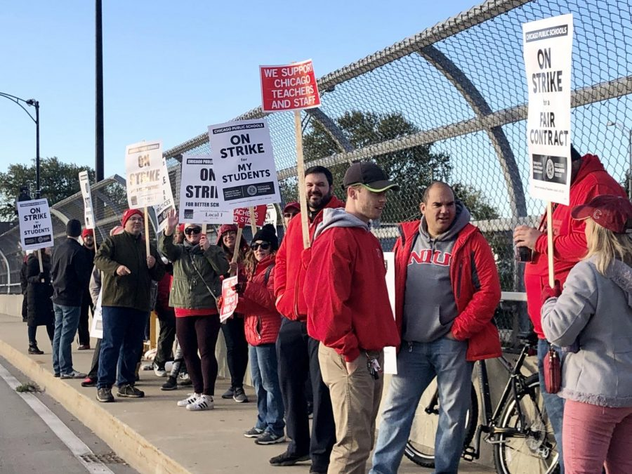 Taft teachers stand outside on the bridge near Kennedy Expressway in protest with signs during the 11 day strike.  Photo by Anny Martinez.