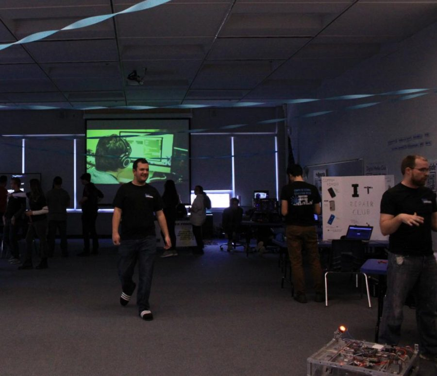The CS tour presented numerous CS-related clubs and classes in the Forum.                                                                                                 Photos provided by Xzavier Aguilar.