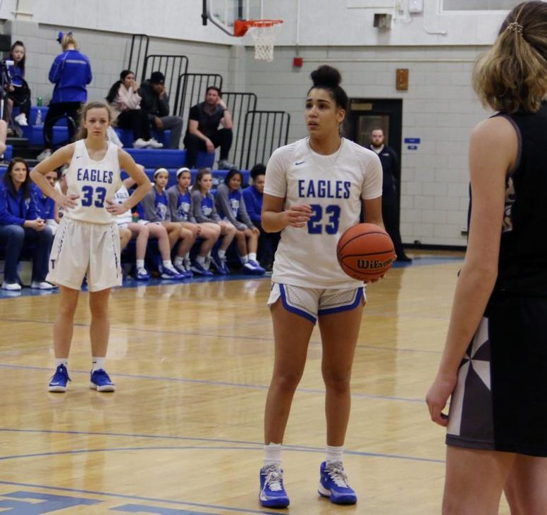Ellew makes a record breaking 58 points against Lane.  Photographer Hailey Buzzo-Rosado.